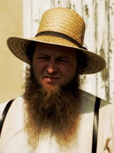 amish_man_in_straw_hat,_suspenders,_and_shenandoah_beard